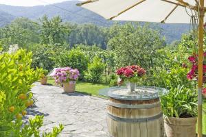 Landhaus Smöch - Terrasse und Stehtisch